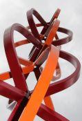 Unzertrennlich - ineinandergreifende Armpaare, verschlungen, mit einer stattlichen Höhe von 3,2 Meter